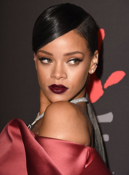 BEAUTY NOTES — This is How You Pull Off Dark Lipstick